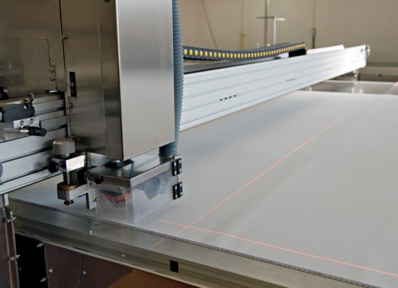 Cutting-roller-blind-fabric
